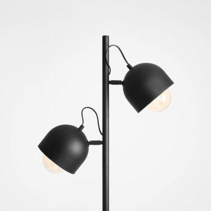 czarna podwójna lampa podłogowa