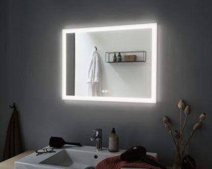 duże lustro łazienkowe z podświetleniem