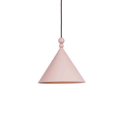 różowa lampa wisząca nad stół i blat - szeroki stożkowy klosz