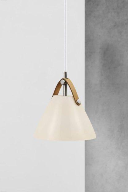 biała lampa z brązowym paskiem
