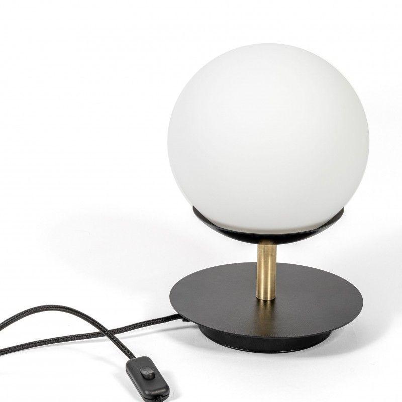 Czarna lampa stołowa Plaat - szklana kula, złote detale