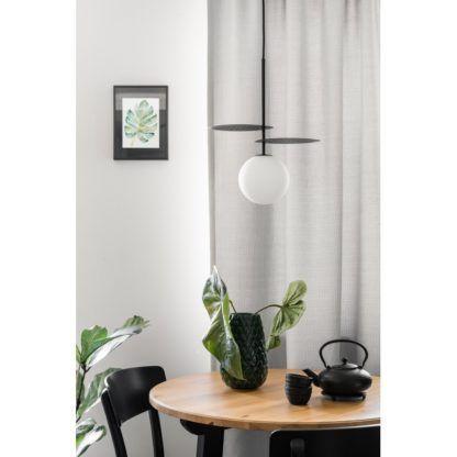 czarna lampa wisząca nad stół szklany klosz