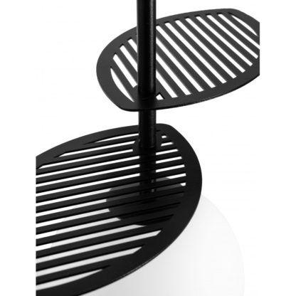 czarna lampa z metalowymi listkami