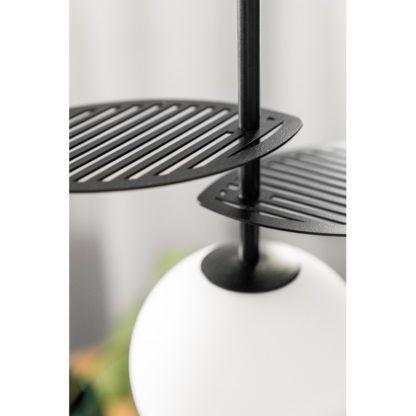 czarna lampa z metalowymi listkami nowoczesna