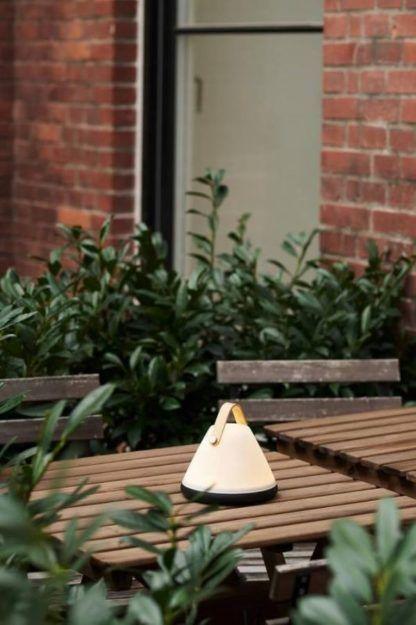 przenośna lampa stołowa na taras