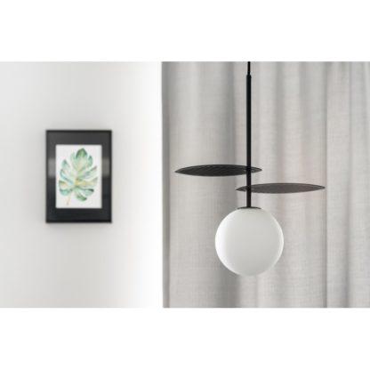 nowoczesna pionowa lampa do salonu wisząca