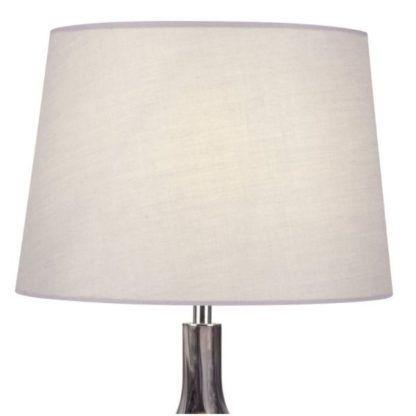 szklana lampa stołowa z jasnym abażurem