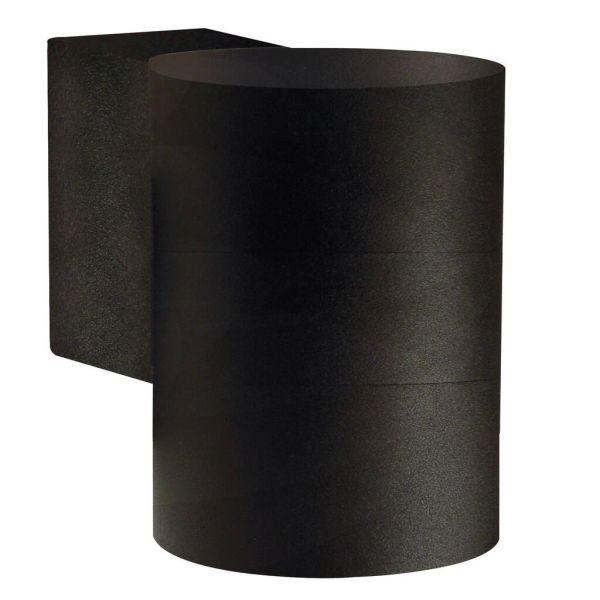 czarny kinkiet na ceglanej elewacji