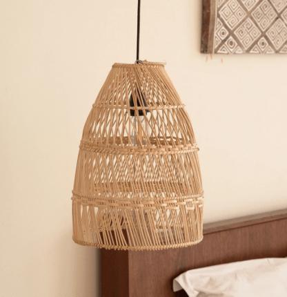 lampa wisząca ażurowa z rattanu w stylu boho