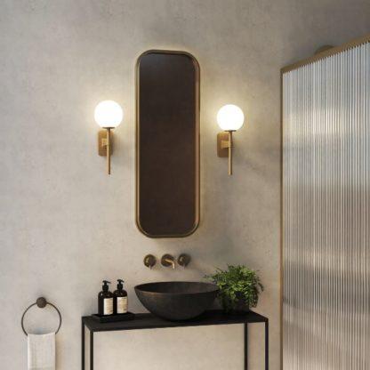 złoty kinkiet łazienkowy szklany klosz