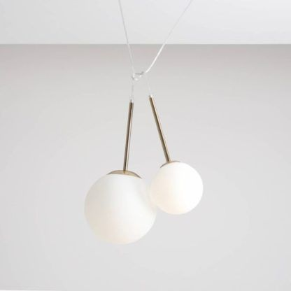 Lampa wisząca Balia XS - mleczna kula, złota rama
