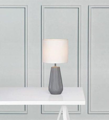 szara lampa stołowa biały abażur