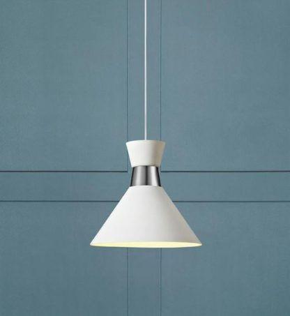biała lampa wisząca na niebieskiej ścianie