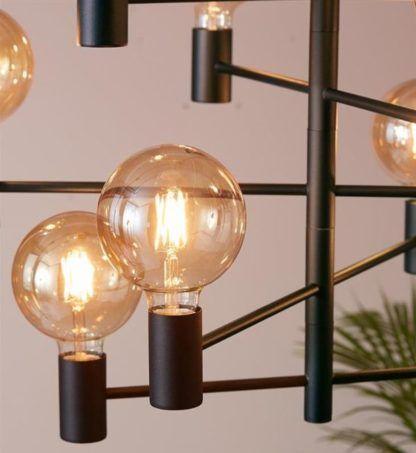 czarna lampa wisząca w loftowym stylu