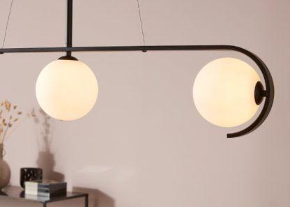 czarno-biała lampa wisząca
