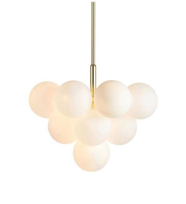 złota lampa z białymi kloszami
