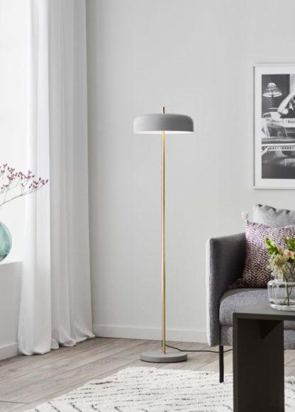 złota lampa podłogowa do salonu szary klosz