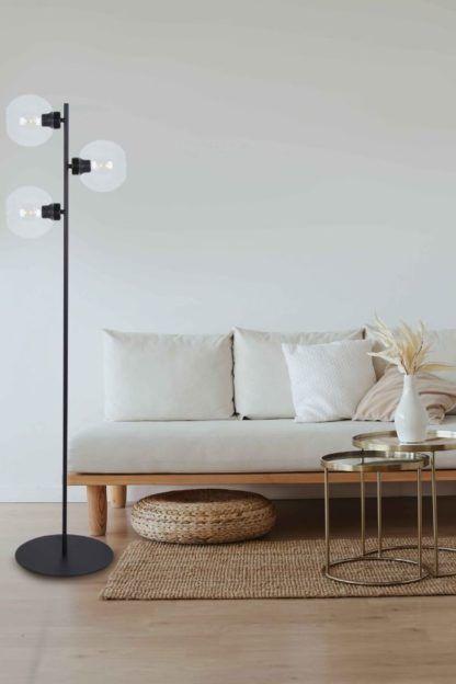 czarna lampa podłogowa do salonu