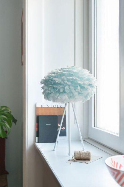 niebieska lampa stołowa z piór