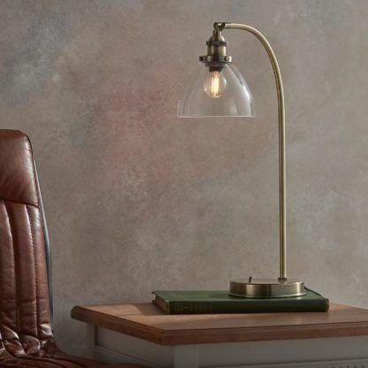 złota lampa biurkowa do gabinetu