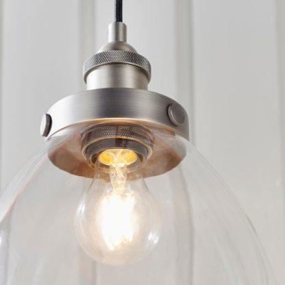srebrna lampa wisząca industrialna