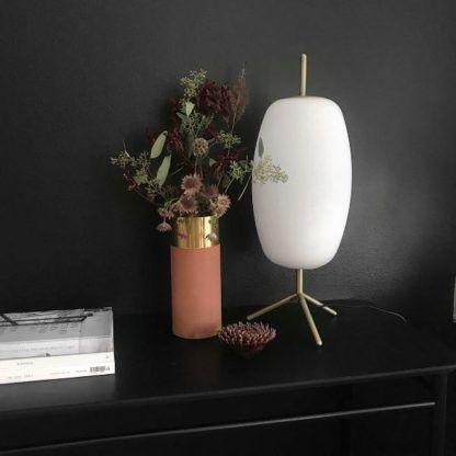 lampa stołowa z mlecznego szkła