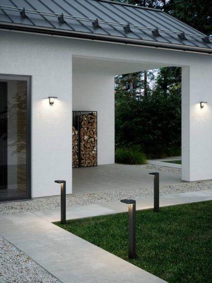 solarne oświetlenie przed domem aranżacja