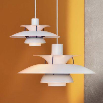 biała lampa wisząca fioletowe detale