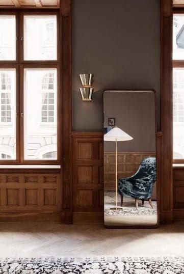 lampa podłogowa z dużym, białym kloszem