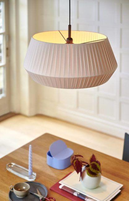 plisowana lampa wisząca beżowa