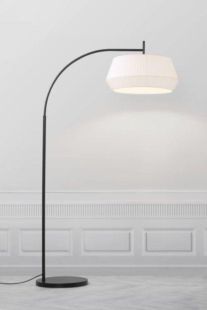wysoka lampa podłogowa czarny łuk