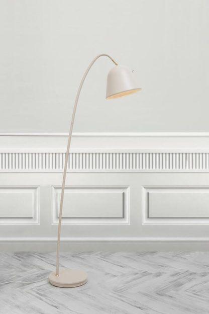 kremowa lampa podłogowa z włącznikiem