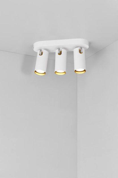 biały potrójny reflektor sufitowy