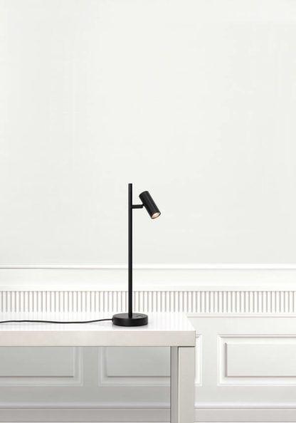 czarna regulowana lampa biurkowa