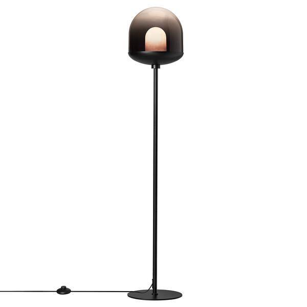 czarna lampa podłogowa ze szklanym kloszem