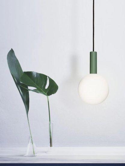 lampa wisząca z dużą żarówką
