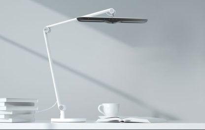 biała lampa biurkowa smart