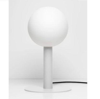 biała lampa stołowa