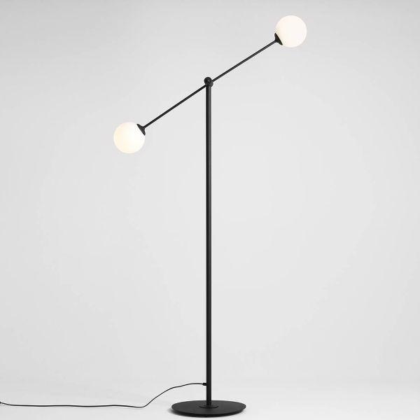 lampa podłogowa z dwoma regulowanymi kloszami