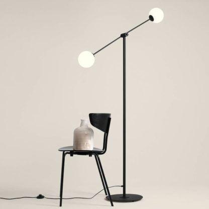 lampa podłogowa z długim ramieniem dwa klosze