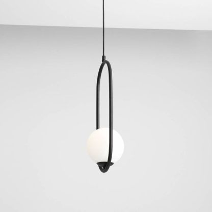 lampa wisząca stalowa rama mleczny klosz