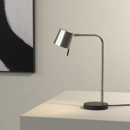 srebrna lampa biurkowa
