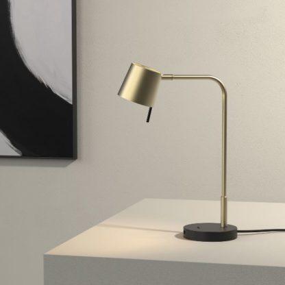 złota lampa biurkowa z usb