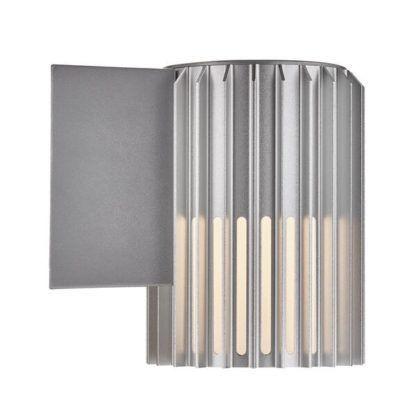 srebrny ażurowy kinkiet na elewację