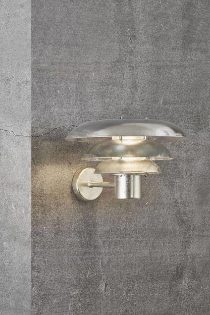 srebrny kinkiet na elewację szklany klosz
