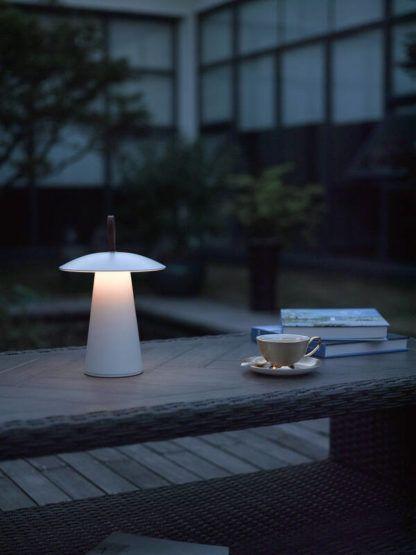 nowoczesna lampa stołowa na taras