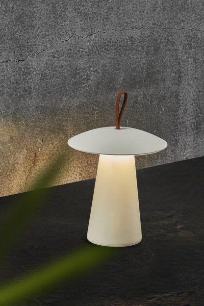 biała lampa tarasowa na usb