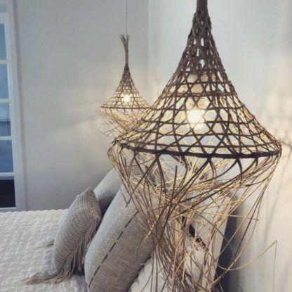 duże plecione lampy do sypialni boho