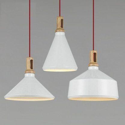 białe lampy wiszące nad stół