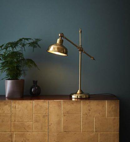 złota lampa biurkowa klasyczna